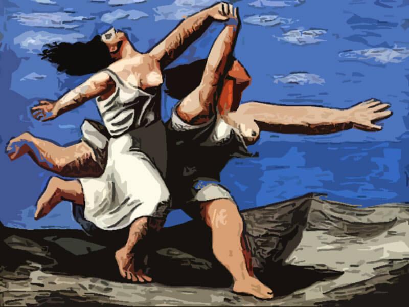 Donne felici che corrono sulla spiaggia